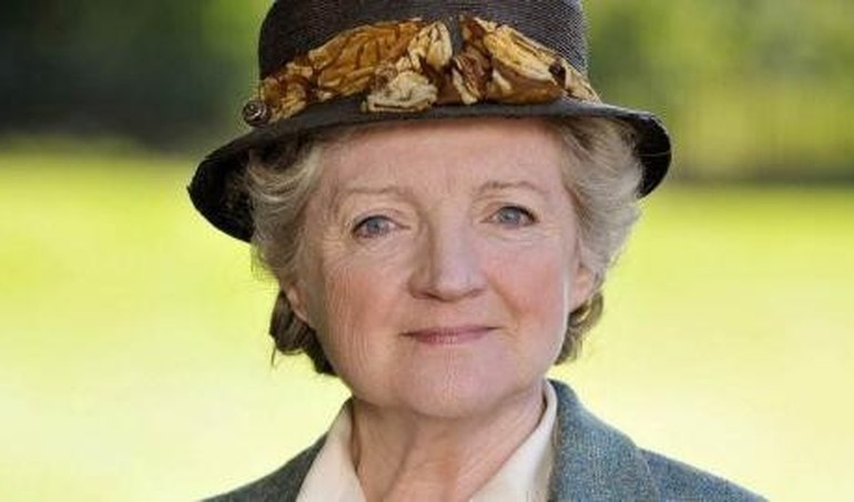 Miss marple mon petit doigt m 39 a dit en replay france 3 for Miss marple le miroir se brisa